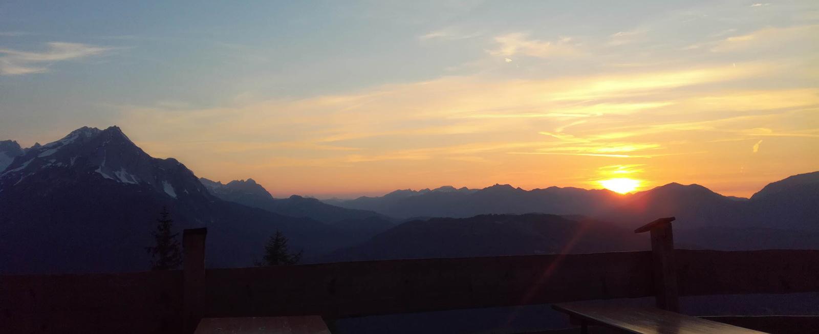 Sonnenuntergang in der Alpenwelt